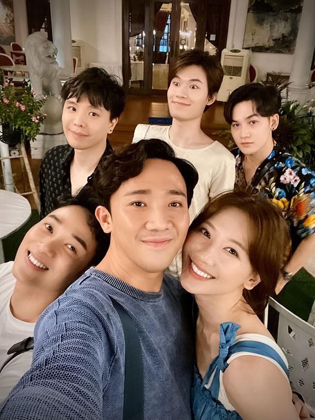 Vợ chồng Trấn Thành, Trúc Nhân, Ali Hoàng Dương, Quang Trung tụ tập mừng sinh nhật Trịnh Thăng Bình.