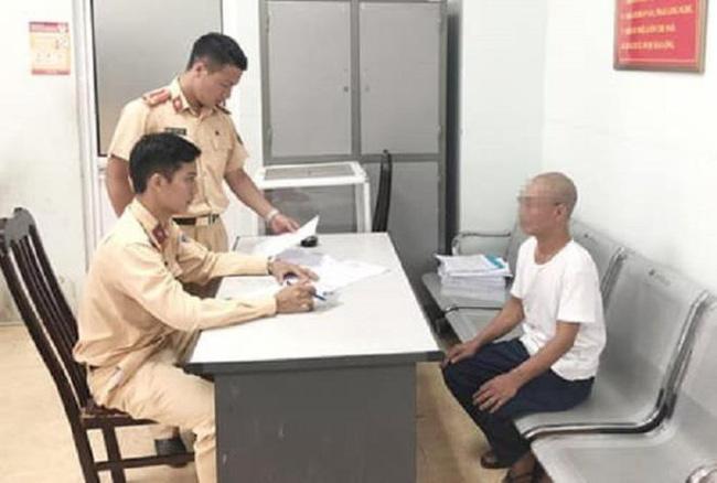 Ông già 62 tuổi buông 2 tay, phóng xe vèo vèo ở Hà Nội bị triệu tập, phạt 8,25 triệu đồng - Ảnh 2.