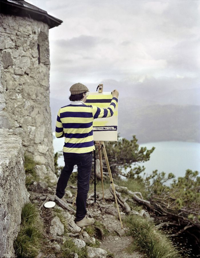 Bộ đôi họa sĩ và nhiếp ảnh gia lặn lội đi khắp châu Âu chỉ để cho ra đời bộ ảnh chụp các bức vẽ... chiếc áo đang mặc trên người - Ảnh 4.