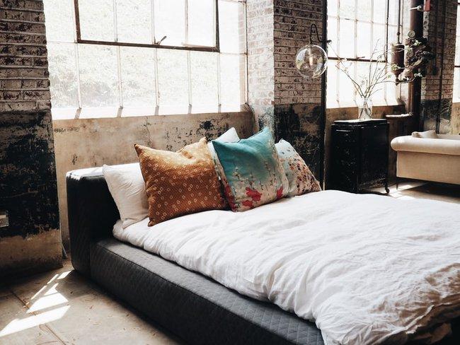 Nếu đầu giường để hai thứ này, tình cảm vợ chồng bất hòa, sức khỏe giảm sút - Ảnh 4.