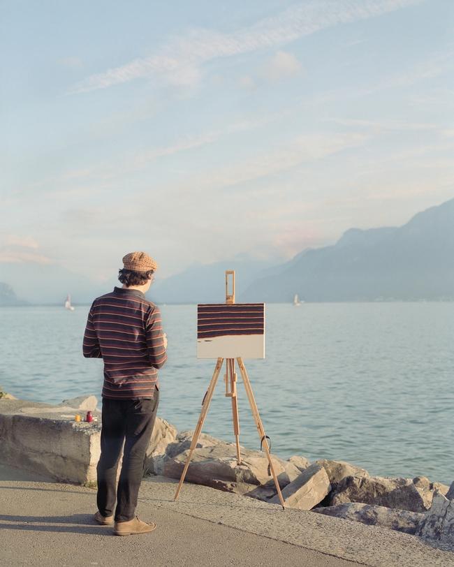 Bộ đôi họa sĩ và nhiếp ảnh gia lặn lội đi khắp châu Âu chỉ để cho ra đời bộ ảnh chụp các bức vẽ... chiếc áo đang mặc trên người - Ảnh 3.