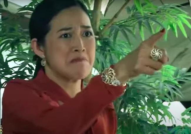 """""""Mẹ ghẻ"""": Cô Tuyết (Mai Thanh Hà) đánh ghen bồ trẻ giữa quán nước thì gặp tai nạn đổ máu - Ảnh 5."""