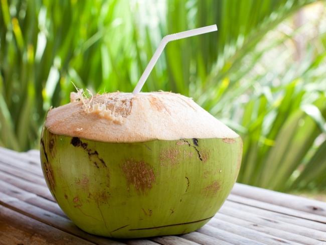 """Phụ nữ chăm uống nước dừa vào mùa hè sẽ vừa giảm cân, đẹp da lại nhận được hàng loạt """"tin vui"""" cho sức khỏe mà thuốc bổ cũng khó làm được - Ảnh 4."""
