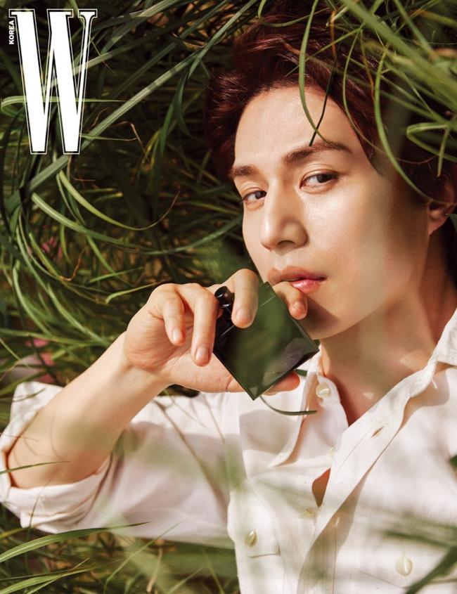 """Lee Dong Wook gây sốt với màn """"hack tuổi"""" đỉnh cao, tiết lộ mối quan hệ đặc biệt với Gong Yoo đã giúp anh thoát khỏi khủng hoảng - Ảnh 5."""