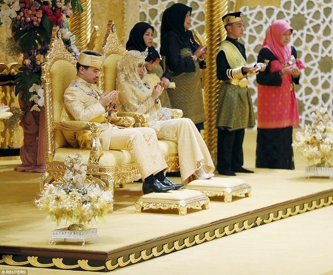 Nàng dâu hoàng gia từng gây choáng trong hôn lễ xa hoa bậc nhất thế giới, kéo dài 11 ngày, phủ đầy vàng giờ có cuộc sống ra sao sau 5 năm? - Ảnh 1.