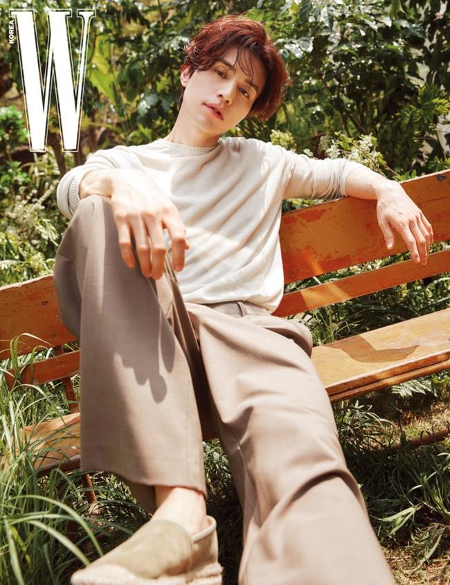 """Lee Dong Wook gây sốt với màn """"hack tuổi"""" đỉnh cao, tiết lộ mối quan hệ đặc biệt với Gong Yoo đã giúp anh thoát khỏi khủng hoảng - Ảnh 3."""