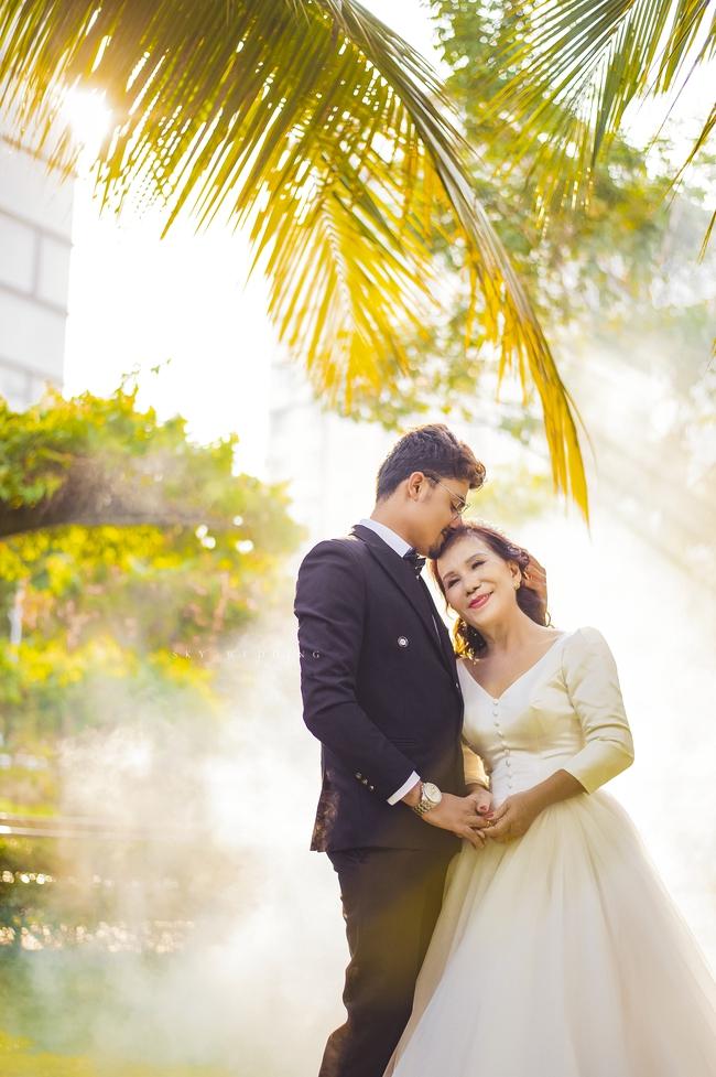 """Cô dâu 65 tuổi lấy chồng ngoại 24 tuổi khoe ảnh cưới """"cực ngầu"""" sau khi gặp mặt cặp đôi vợ chồng 62 - 26 - Ảnh 5."""