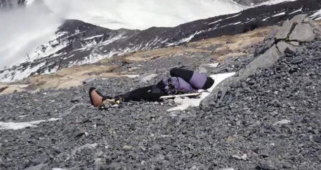 """Cái chết của """"người đẹp ngủ"""" trên đỉnh Everest và điềm báo đến từ cơn ác mộng của cậu con trai 11 tuổi - Ảnh 3."""