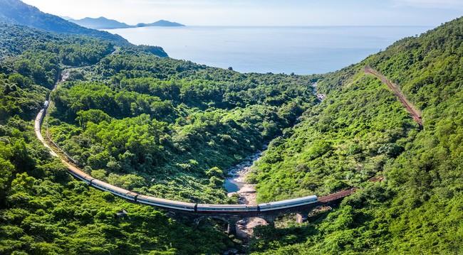 Lại xuất hiện chuyến tàu nối Huế - Đà Nẵng có nội thất xịn như phim, đặc biệt lại còn là tàu hơi nước đậm chất hoài cổ - Ảnh 2.