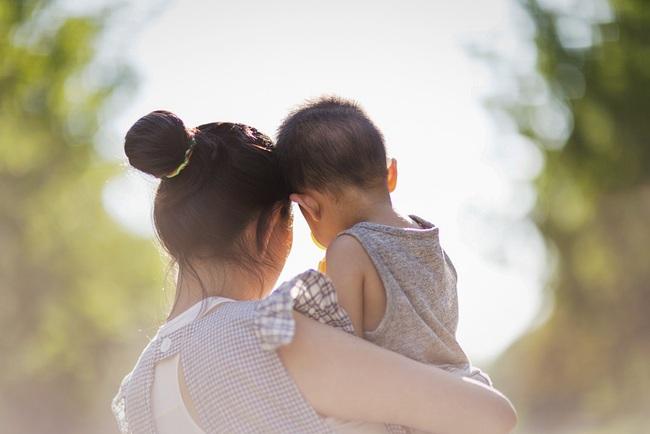 """Cuộc chiến giành quyền nuôi con của một cặp đôi đồng giới và bi kịch của những người mẹ """"không cùng huyết thống"""" với con cái ở Trung Quốc - Ảnh 1."""