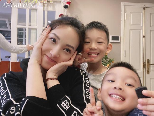 Tự tạo cho con cả list trò chơi thú vị từ những nguyên liệu rẻ tiền, mẹ Hà Nội bất ngờ vì con thông minh, sáng tạo thấy rõ - Ảnh 1.