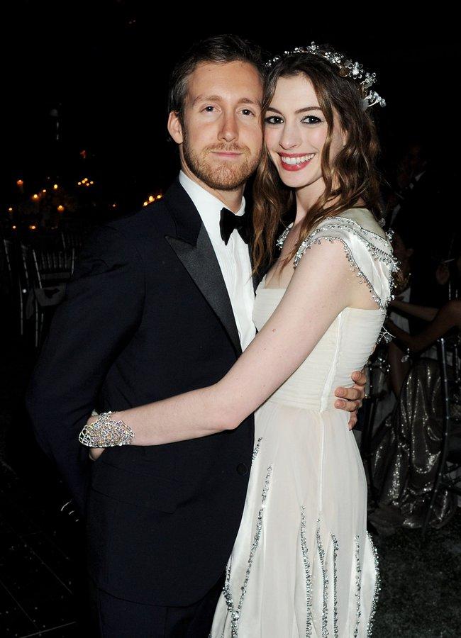 Sự giống nhau kỳ lạ giữa đại thi hào Shakespeare và chồng của ngôi sao Hollywood Anne Hathaway, một minh chứng hùng hồn cho hiện tượng song trùng đầy bí ẩn - Ảnh 6.