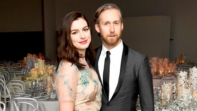 Sự giống nhau kỳ lạ giữa đại thi hào Shakespeare và chồng của ngôi sao Hollywood Anne Hathaway, một minh chứng hùng hồn cho hiện tượng song trùng đầy bí ẩn - Ảnh 5.