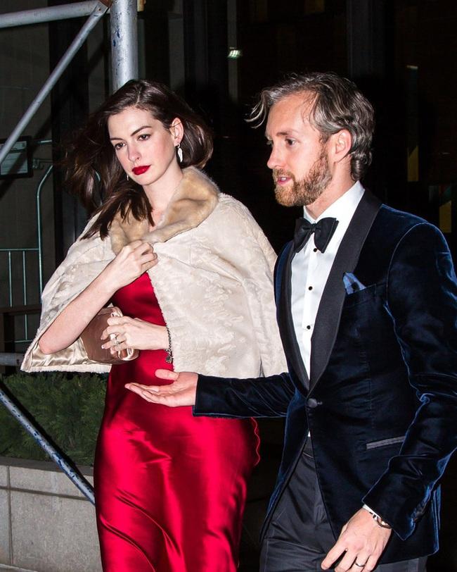 Sự giống nhau kỳ lạ giữa đại thi hào Shakespeare và chồng của ngôi sao Hollywood Anne Hathaway, một minh chứng hùng hồn cho hiện tượng song trùng đầy bí ẩn - Ảnh 7.