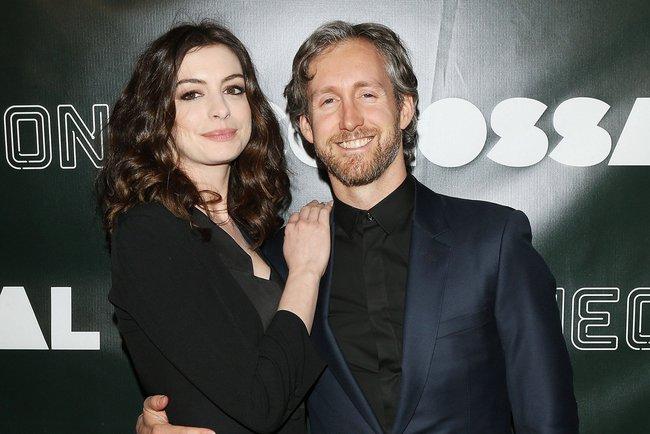 Sự giống nhau kỳ lạ giữa đại thi hào Shakespeare và chồng của ngôi sao Hollywood Anne Hathaway, một minh chứng hùng hồn cho hiện tượng song trùng đầy bí ẩn - Ảnh 4.