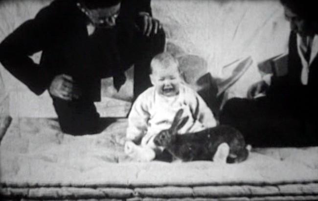 Albert bé nhỏ: Thí nghiệm tâm lý phi đạo đức thực hiện trên đứa trẻ 8 tháng tuổi gây ra nhiều tranh cãi nhất trong lịch sử nghiên cứu  - Ảnh 1.