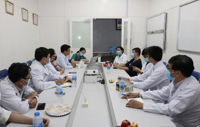 Bệnh nhân số 91 tạm ngưng lọc máu liên tục vì lượng nước tiểu đã khá hơn - Ảnh 1.
