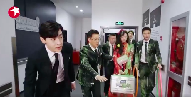 Thử thách cực hạn: Đặng Luân - Giả Nãi Lượng làm vệ sĩ mà thấy khói đã bỏ chạy, netizen bình luận đẹp trai là được  - Ảnh 5.
