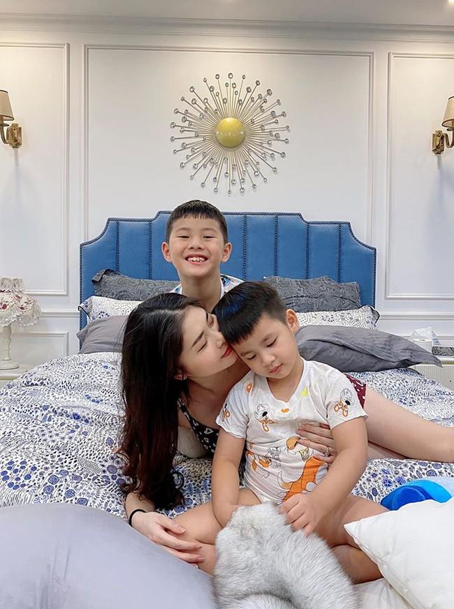 Cuối tuần của các hot mom: Bà mẹ 4 con Trang Moon khoe ảnh hồi bé tí xíu, Meo Meo sang chảnh đi du lịch cùng chồng - Ảnh 11.