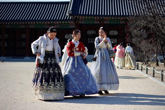 Sống độc thân đến già, kết hôn muộn, hôn nhân không sinh con,... là những cách sống mà giới trẻ Hàn Quốc đang hướng đến: Nguyên nhân là vì sao? - Ảnh 3.