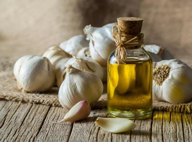 Tỏi xay ngâm dầu ăn, bí quyết cho món xào thơm ngon nức nở - Ảnh 1.