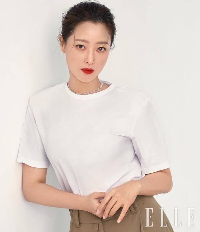 """Kim Hee Sun - Người phụ nữ duy nhất tự tin khẳng định đẹp hơn Kim Tae Hee: Từng đau đớn tới mức muốn bỏ showbiz, bỏ xứ mà đi vì con gái bị chê """"mẹ công đẻ con cú"""" - Ảnh 8."""