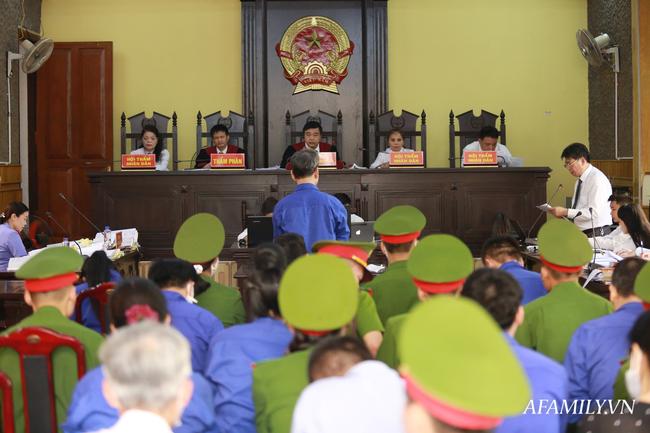 Phủ nhận việc nhận hối lộ 1,3 tỷ đồng Trưởng phòng Khảo thí Sở GD&ĐT Sơn La xin được giảm nhẹ hình phạt - Ảnh 1.