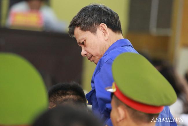 Phủ nhận việc nhận hối lộ 1,3 tỷ đồng Trưởng phòng Khảo thí Sở GD&ĐT Sơn La xin được giảm nhẹ hình phạt - Ảnh 3.