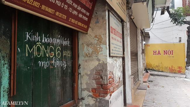 Quán cà phê vỉa hè vừa bé vừa cũ kỹ nhất Hà Nội, tồn tại gần thế kỷ qua 4 thế hệ vẫn đông khách vô cùng, 1 ngày bán cả nghìn cốc - Ảnh 10.