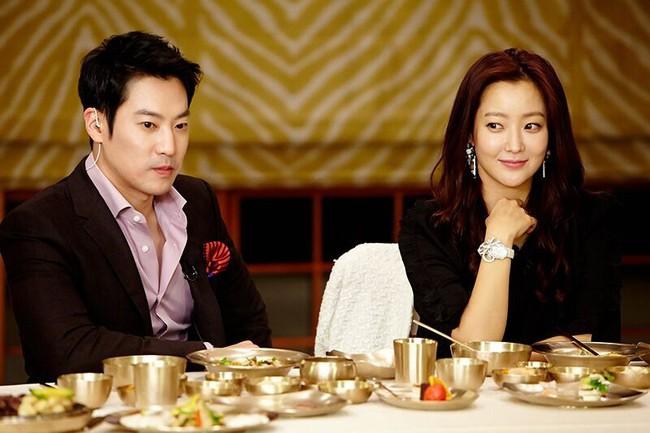 """Kim Hee Sun - Người phụ nữ duy nhất tự tin khẳng định đẹp hơn Kim Tae Hee: Từng đau đớn tới mức muốn bỏ showbiz, bỏ xứ mà đi vì con gái bị chê """"mẹ công đẻ con cú"""" - Ảnh 5."""