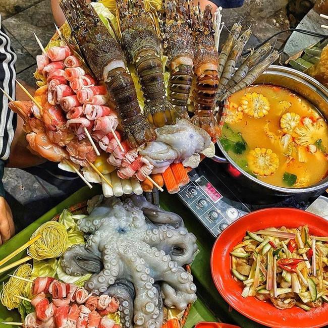 Chuyện lạ có thật: Quán lẩu tomyum ở Hà Nội bán đồ ăn vừa đắt vừa dở, bị khách nữ tố nhân viên phục vụ tự ý lấy điện thoại để review 5 sao cho quán - Ảnh 1.