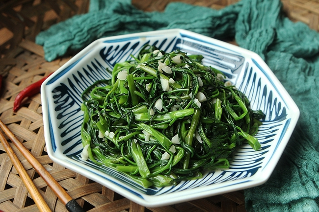 Tỏi xay ngâm dầu ăn, cách làm đơn giản nhưng giúp món xào thơm ngon nức nở - Ảnh 5.