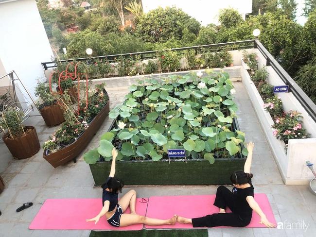 Doanh nhân Sài Gòn trồng cả vườn rau và hoa như trang trại rộng 300m² trên sân thượng cho vợ cùng 4 con được sống gần gũi với thiên nhiên - Ảnh 8.