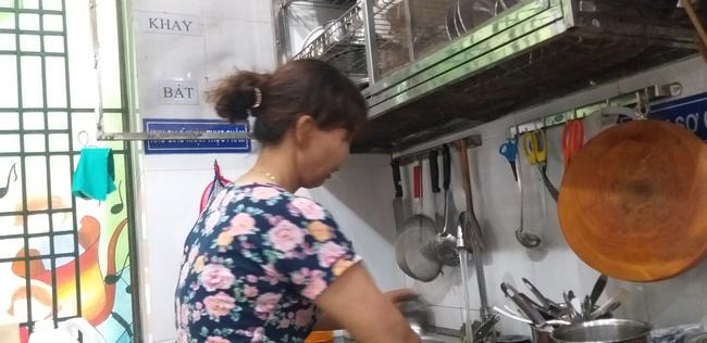 Hiện bà đang làm tạp vụ cho một cơ sở mầm non