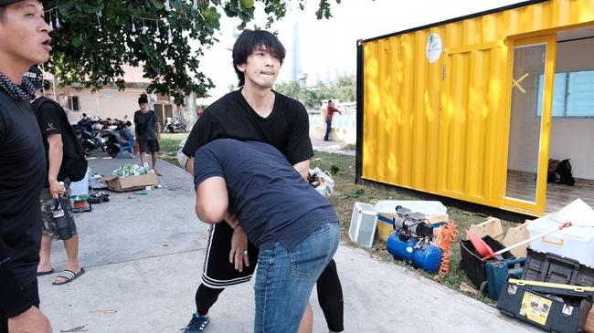 Không ngại bầm dập, Tuấn Trần rủ bỏ hình ảnh soái ca dành hẳn 2 tháng tập luyện cho các pha hành động quyết liệt - Ảnh 7.