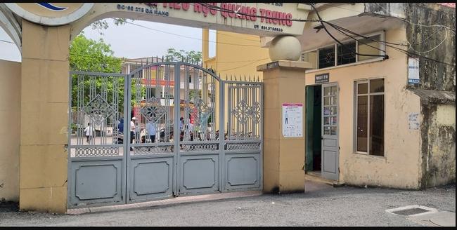 Trần tình của mẹ bé gái lớp 1 đứng nắng trước cổng trường ở Hải Phòng: Tôi sợ cộng đồng mạng - Ảnh 3.