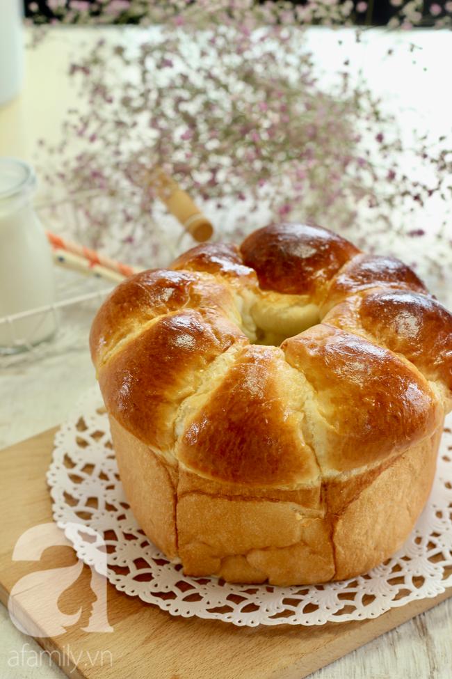 Bánh mì  mềm nhẹ tách lớp thơm ngon. - Ảnh 9.