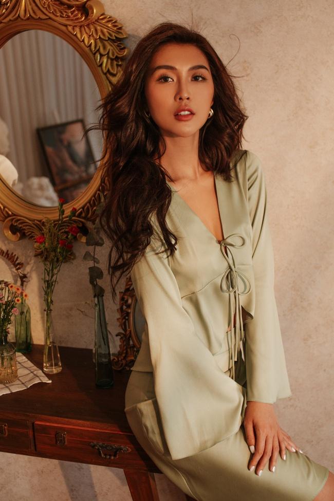 Hoa hậu Tường Linh để lộ hữu vòng eo 53cm nhỏ nhất showbiz dù nghỉ dịch cả tháng - Ảnh 5.