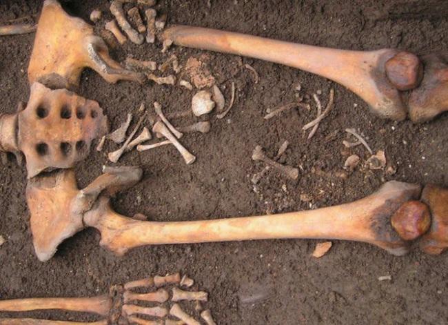 """Bí ẩn bộ hài cốt 1.300 năm tuổi """"sinh con"""" trong quan tài, hiện tượng khiến nhiều người """"nổi da gà"""" đến nay vẫn còn ấn chứa nhiều bí mật - Ảnh 2."""