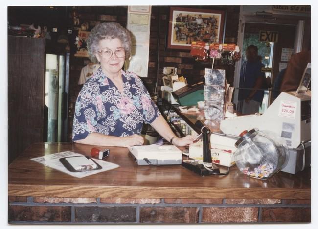 Hai người phụ nữ trắng tay bị hoàn cảnh đưa đẩy, phải trở thành trụ cột gia đình và xây dựng nên đến chế gà rán nổi tiếng ở Mỹ - Ảnh 3.
