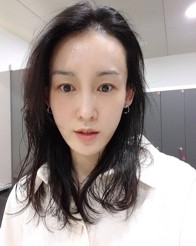 """Theo bác sĩ: Nhất định phải """"né"""" xa một loại sữa rửa mặt khiến chị em chưa già gương mặt đã hiện rõ nếp nhăn - Ảnh 3."""