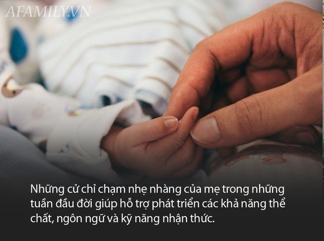 Thời kỳ dịch bệnh diễn biến phức tạp, mẹ có nên tiếp xúc và chạm vào bé nhiều không? - Ảnh 2.