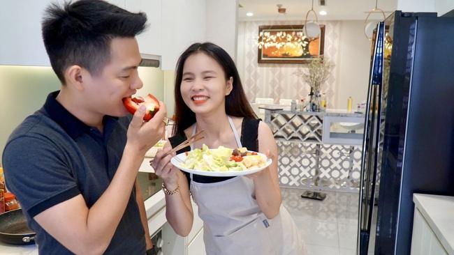 """Cặp vợ chồng trẻ đóng cửa chuỗi cửa hàng ăn vặt Sài Gòn thu nhập 100 triệu/tháng để xây mô hình """"gia đình toàn thời gian"""" hạnh phúc - Ảnh 5."""