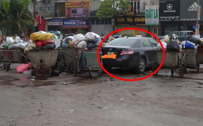 Đỗ xe ở bãi đất trống, tài xế không khỏi