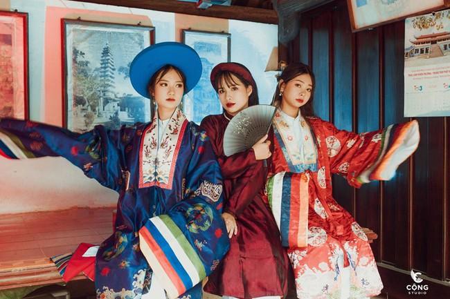 Ngắm trọn bộ ảnh kỷ yếu lớp chuyên Pháp trường Lê Hồng Phong - Nam Định  với 28 bộ đồ cổ trang thuê từ nhà thiết kế phim Phượng Khấu, MV Hòa Minzy - Ảnh 8.