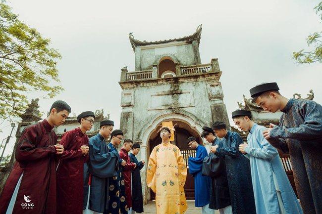 Ngắm trọn bộ ảnh kỷ yếu lớp chuyên Pháp trường Lê Hồng Phong - Nam Định  với 28 bộ đồ cổ trang thuê từ nhà thiết kế phim Phượng Khấu, MV Hòa Minzy - Ảnh 5.
