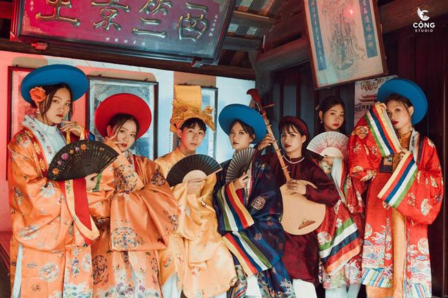 Ngắm trọn bộ ảnh kỷ yếu lớp chuyên Pháp trường Lê Hồng Phong - Nam Định  với 28 bộ đồ cổ trang thuê từ nhà thiết kế phim Phượng Khấu, MV Hòa Minzy - Ảnh 4.