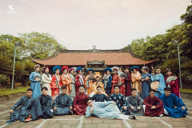 Ngắm trọn bộ ảnh kỷ yếu lớp chuyên Pháp trường Lê Hồng Phong - Nam Định  với 28 bộ đồ cổ trang thuê từ nhà thiết kế phim Phượng Khấu, MV Hòa Minzy - Ảnh 1.