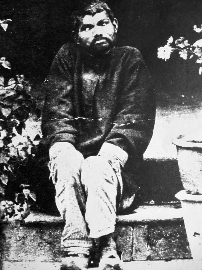 Nguyên mẫu đời thực của cậu bé rừng xanh: Sống tách biệt, bị suy nhược thần kinh và ra đi vì bệnh tật sau hơn 20 năm hòa nhập xã hội loài người - Ảnh 1.