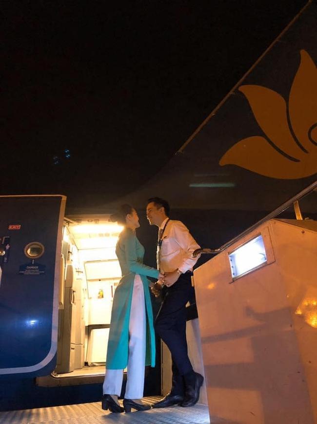 """""""Chết đừ đừ"""" đồng nghiệp """"hạng thương gia"""", nam tiếp viên hàng không rước nàng về dinh sau màn cầu hôn ở Pháp, câu nói đầu tiên bố vợ nói khi gặp mặt mới bất ngờ - Ảnh 8."""